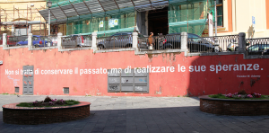 18-P.zza-Abaste-Conforti-B1-opera-di-D.-A.-Mancini-courtesy-dellartista-RESIZE