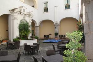 14-Avre-Gratia-Plena-Fontana-e-quadriportico-B-Archivio-Soprintendenza-BSAE-di-SA-e-AV